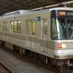 日比谷線は現在、1両の長さが18mの車両(写真)を使用しているが、2016年度から長さ20mの新型車両が投入される予定。このほど近畿車輛が東京メトロから新型車両を受注した。