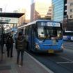 神戸市は「新たな交通手段」としてBRTやLRTの導入可能性の検討を行う事業者5社を選定した。写真は韓国・ソウルのBRT駅
