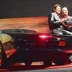 ナイト2000とともに、ドラマの主人公マイケル・ナイト吹き替え担当のささきいさお氏(左)とキット(ナイト2000)吹き替え担当の野島昭生氏