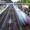 原宿駅付近を行く湘南新宿ラインの南行列車
