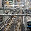 秋葉原駅から湘南新宿ラインの橋脚を眺める