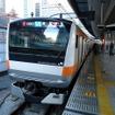 東京駅に停車中の中央快速線のE233系。12両編成化に伴い駅の改良工事などが行われる。