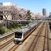 中央快速線を走るE233系電車。現在は10両編成で運用されているが、グリーン車2両を増結して12両編成にする。