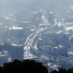弓張岳展望台から眺めた佐世保港。高架道路は西九州自動車道。その左に佐世保駅