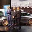 BMW M4 GTS。左からBMWグループ・デザイン本部長のエイドリアン・ファン・ホーイドンク氏、BMW M社社長のフランシスカス・ ファン・ミール氏、BMWジャパン代表取締役 ペーター・クロンシュナーブル氏