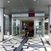 メルキュールホテル沖縄那覇にチャリといっしょに入る宿泊客