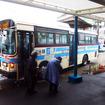 船の出入港時間にあわせてやってくる佐世保市交通局の路線バス