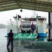 相浦港に到着した「フェリーくろしま」。真新しい船体からクルマや人が次々と降りてくる