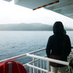 途中、高島港に寄港するさいに汽笛1発、黒島港で2発が響く