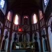 フランス人のマルマン神父が自ら設計し、木材とレンガによる美しい曲線と直線で結ばれた3層構造の黒島天主堂ができあがったのは1902(明治35)年