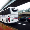 佐世保駅みなと口で乗客を待つ「SASEBOクルーズバス『海風』」