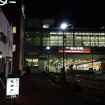 泉佐野駅の海側、若宮町、栄町の夜。昔ながらの大衆酒場や割烹料理屋、新参のカフェなどいろいろな明かりが灯る