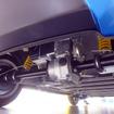水素タンク、FCスタック、モーター、2次電池などが付いた全備重量255kgの車体を後輪で駆動させる
