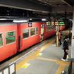 18時前、新山口駅で山口線の気動車列車(680D)を降りる