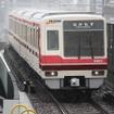 北急は大阪市地下鉄御堂筋線と相互直通運転を行い、大阪市中心部と千里中央を結んでいる。写真は北急の電車。