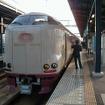 最短所要時間の列島縦断で利用する夜行列車は『はまなす』から『サンライズ出雲・瀬戸』(写真)に変わるが、夜行列車を使わず新大阪に泊まっても結果は同じになる。