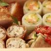 車内では地元の旬の食材にこだわった食事を提供するという。画像は「雪コース」で提供する料理のイメージ(中段:メインディッシュ)