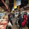 商業施設の地下に、70店近い商店が軒を並べる