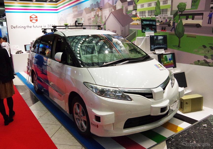 市販ミニバンベースロボットカー『RoboCar MiniVan』などを展示したZMP(オートモーティブワールド2016/東京ビッグサイト/2016年1月13日)