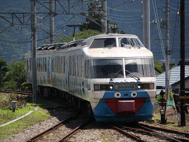 富士急行は2月7日の2000系(写真)引退にあわせ「ラストランイベント」を実施する。