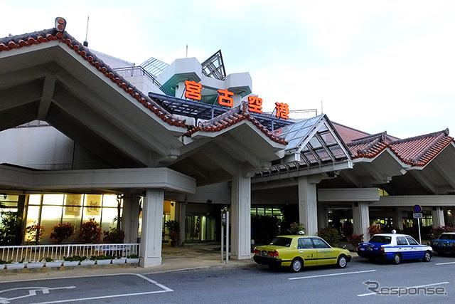 全日空(ANA)、日本トランスオーシャン航空(JTA)、琉球エアーコミューター(RAC)、スカイマーク(SKY)などが就航する宮古空港