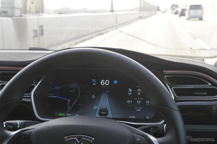 オートパイロット(自動運転)に対応したテスラモデルSによる公道走行