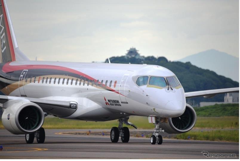 走行試験するMRJ飛行試験初号機