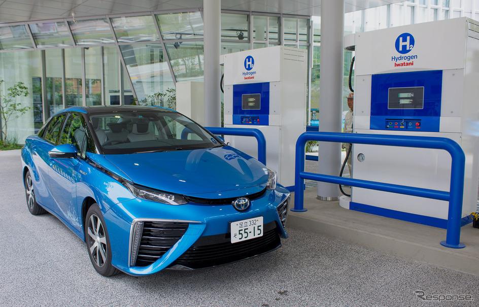 トヨタ MIRAI と水素ステーション(参考画像)