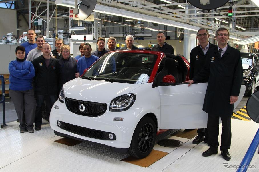 仏工場で生産が開始されたスマート フォーツー カブリオ 新型