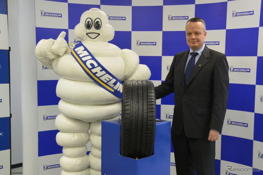 新製品パイロットスポーツ4と、日本ミシュラン ポール・ペリニオ社長