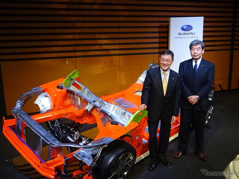 富士重工業の吉永泰之社長(右)と武藤直人専務執行役員(左)とスバルグローバルプラットフォーム
