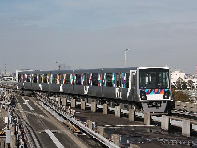 横浜シーサイドラインの列車。原則として自動運転を行っているため、運転士が列車に乗って運転することはほとんどない。