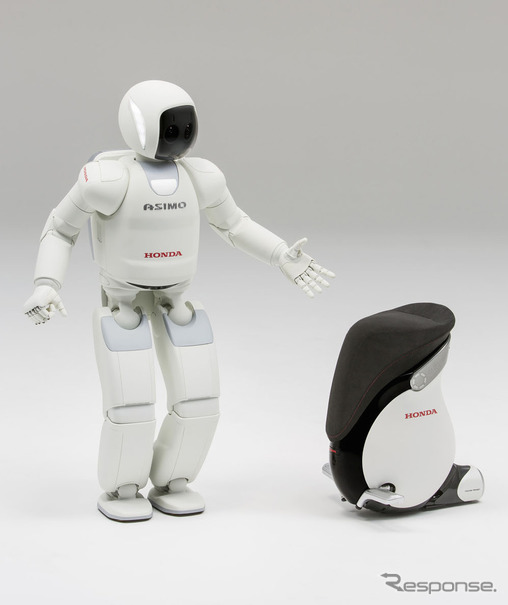 ASIMO、成田空港で訪日外国人を...