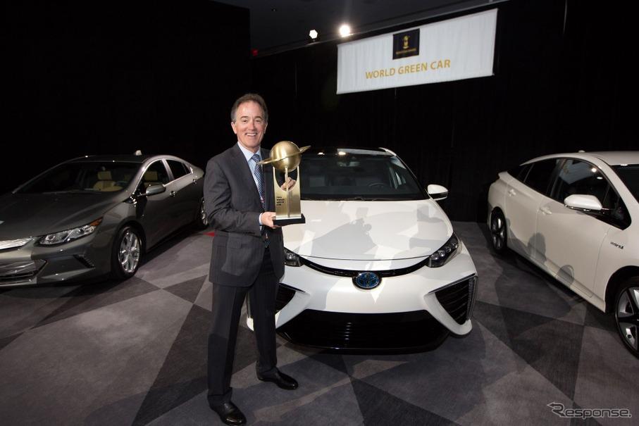 2016ワールドグリーンカー賞を受賞したトヨタMIRAI(ニューヨークモーターショー16)