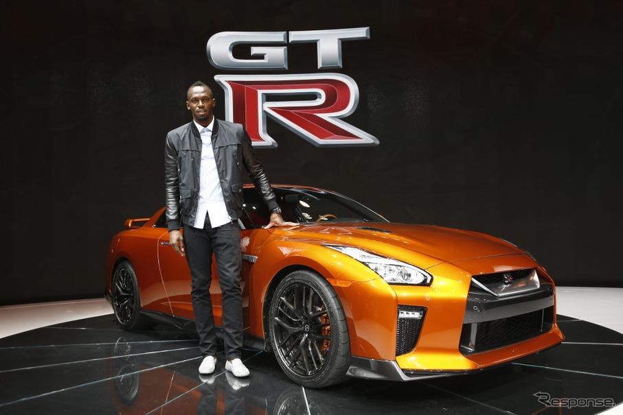 日産 GT-R の2017年型とウサイン・ボルト選手(ニューヨークモーターショー16)