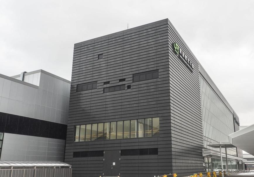 北海道新幹線は前年同時期の在来線特急・急行に比べ約2.5倍の利用があった。写真は開業日に約4000人が利用した新函館北斗駅。