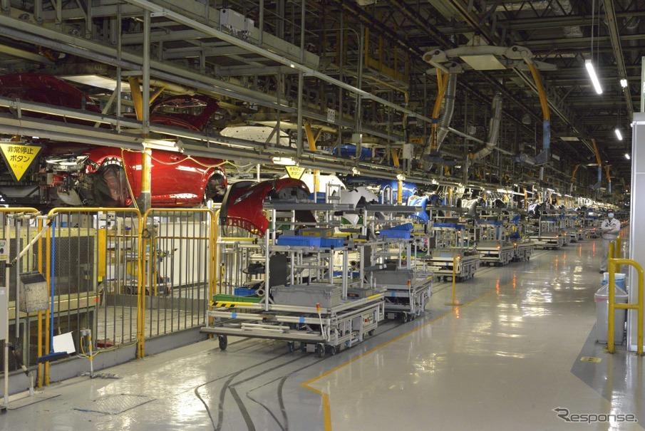 マツダの工場は「からくり」だらけ! 自作ロボットが動き回る工場   レスポンス(Response.jp)