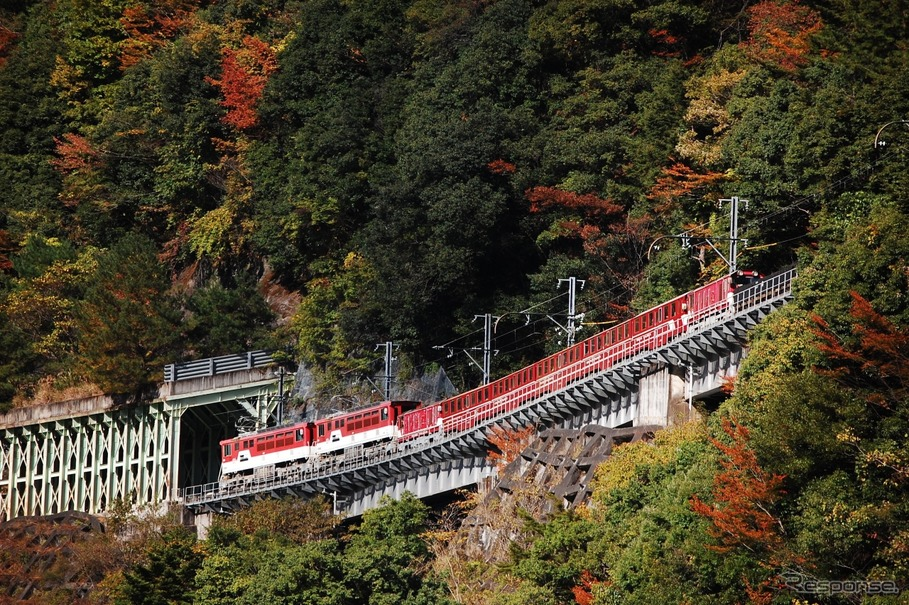 大井川鐵道、井川線の全線再開記念で「復刻色」「3重連」 3月18