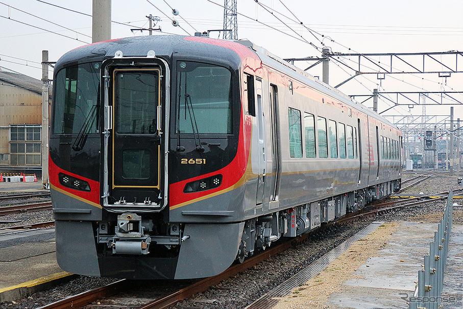 JR四国、新型特急「2600系」初乗...