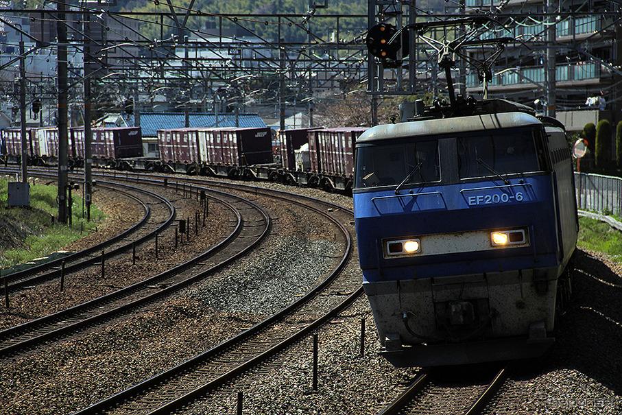 輸出貨物をコンテナ列車と船舶で...