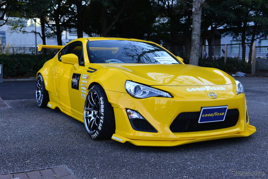 BEE・R x ROCKET BUNNY BRZ with GOODYEAR(東京オートサロン13)