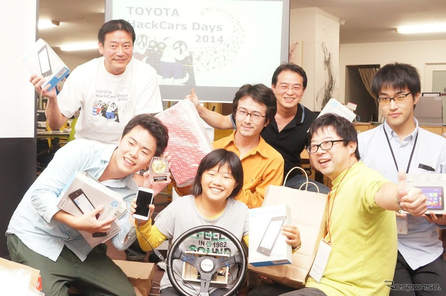 "TOYOTA HackCars Days 2014 in Tokyo 最優秀賞「シンクロナイズド・ドライビング」の開発チーム""ニャーニャー""のメンバー"