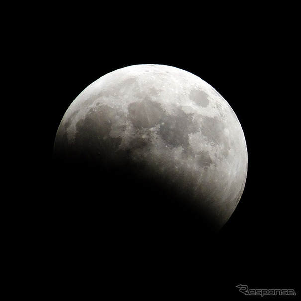 8日の皆既月食 18:36 1/125sec f6.4 千葉港