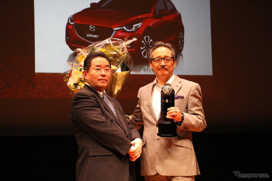 鈴木俊治実行委員長(左)とマツダ 藤原清志常務執行役員