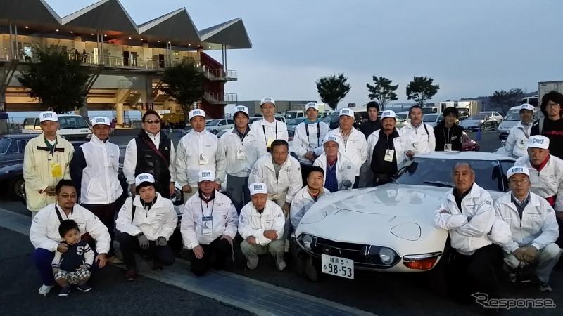 5時半頃、大きな達成感とともに終了し、記念撮影(10月12日 富士スピードウェイ)