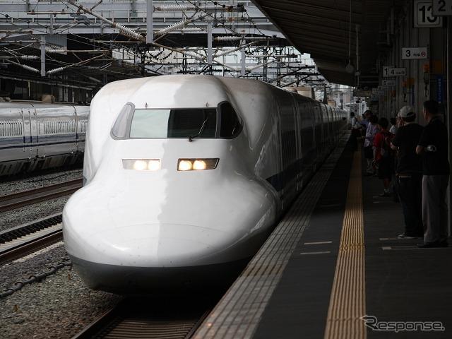 東海道新幹線の『こだま』グリーン車が格安料金で利用できる「こだま☆楽旅IC早特」は4月1日乗車分から通年発売に変更される。写真は『こだま』『ひかり』を中心に運用されている700系。