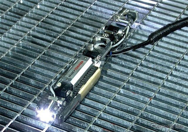 原子炉格納容器内部調査ロボット(配管内走行時形状)