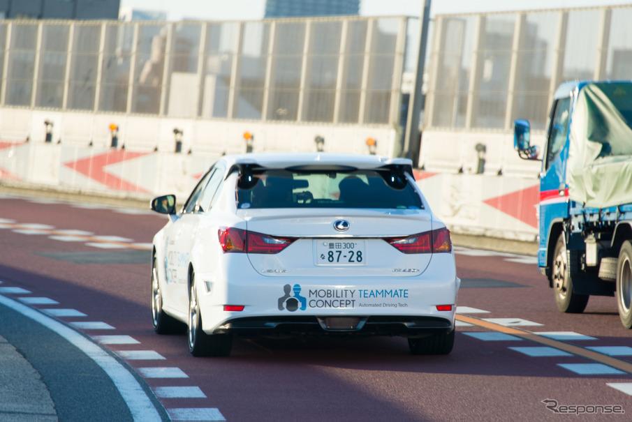 自動運転実験車「Highway Teammate」によるデモ走行