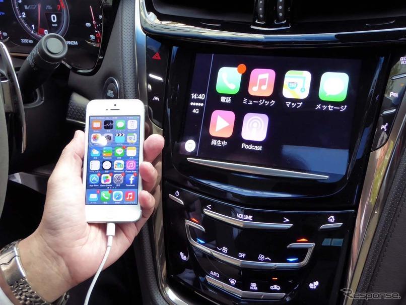 キャデラックCTS-Vにインストールされた「CarPlay」のデモ