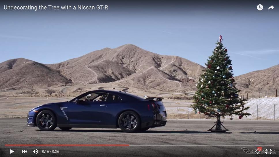 日産GT-Rとクリスマスツリー